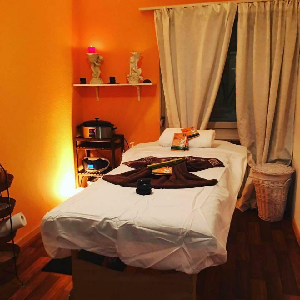 Erotic massage Thoen